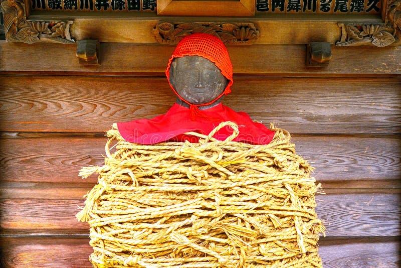 El Jizo encuadernado adentro Nanzo-en el templo budista, Tokio, Japón imagen de archivo