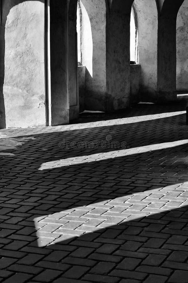 El juego de la luz y de la sombra en la iglesia Zelena Hora, República Checa de los pilgrimfotografía de archivo libre de regalías