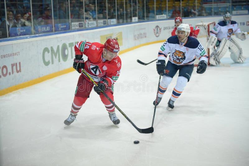 El juego entre los clubs del hockey fotos de archivo libres de regalías