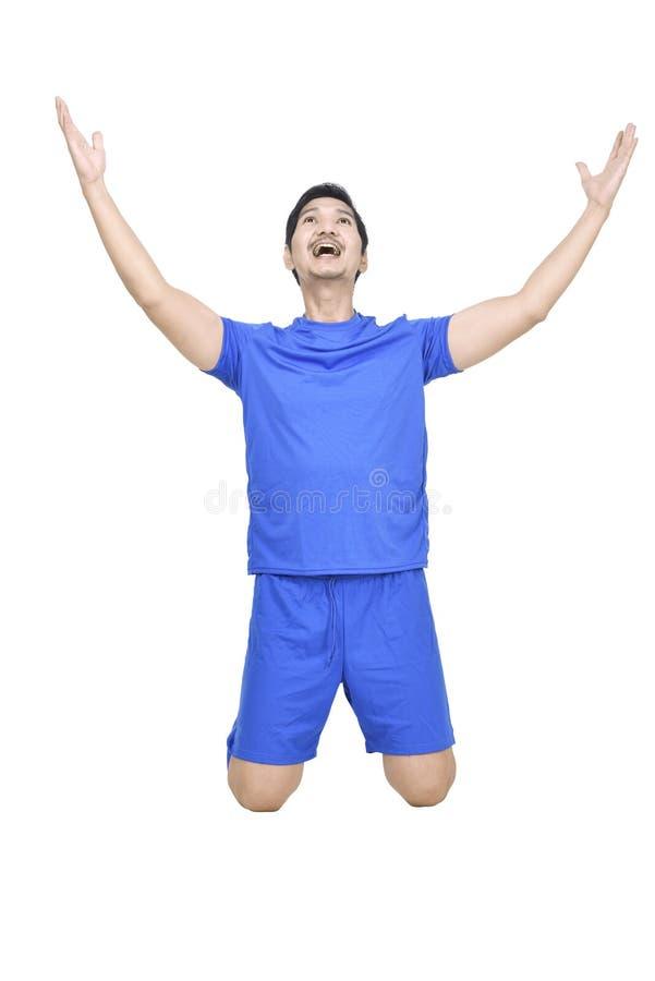 El jugador de fútbol asiático de la felicidad celebra su victoria fotografía de archivo