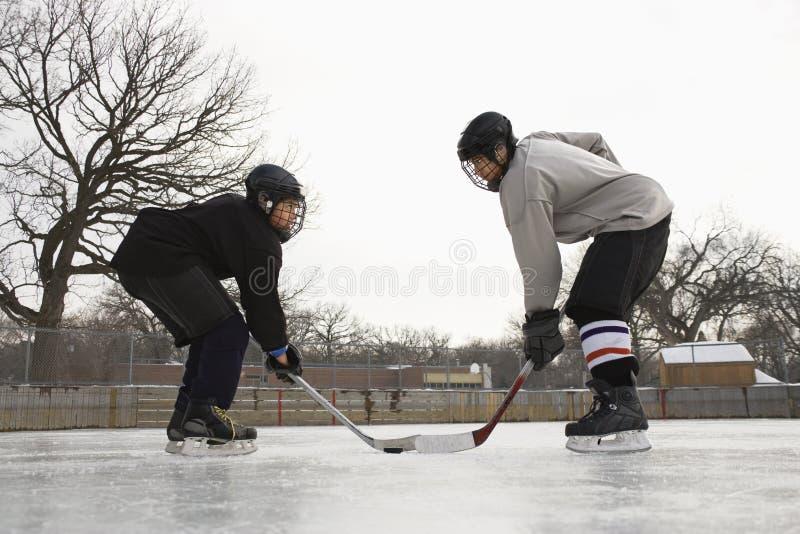 El jugador de hockey hace frente apagado. fotografía de archivo
