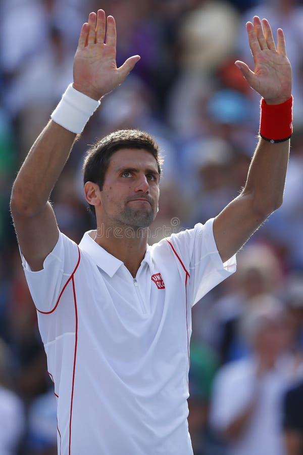 El jugador de tenis profesional Novak Djokovic celebra la victoria después de partido de semifinal en el US Open 2013 foto de archivo libre de regalías