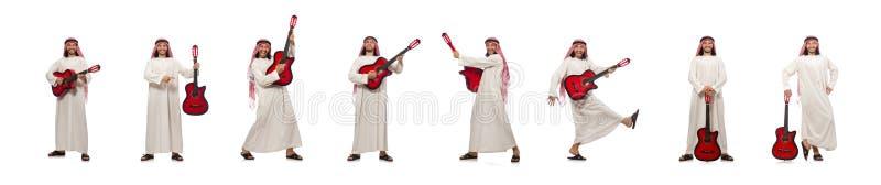 El jugar árabe del hombre aislado en blanco fotos de archivo
