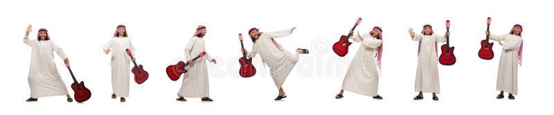 El jugar árabe del hombre aislado en blanco fotos de archivo libres de regalías