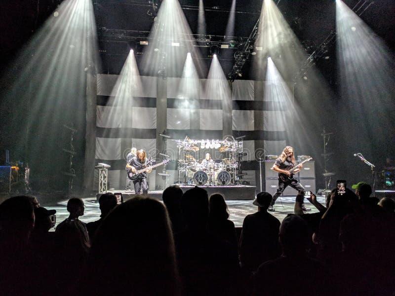 El jugar de la banda de rock vivo foto de archivo libre de regalías