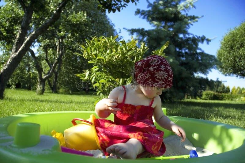 El jugar en el jardín fotos de archivo