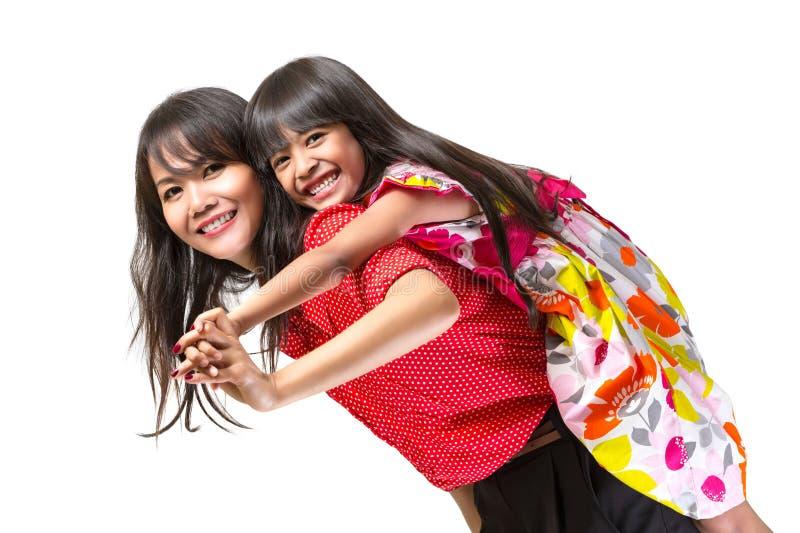 El jugar feliz de la madre y de la hija fotografía de archivo