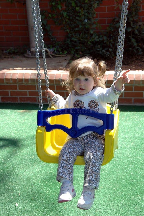 El jugar lindo del niño   fotografía de archivo