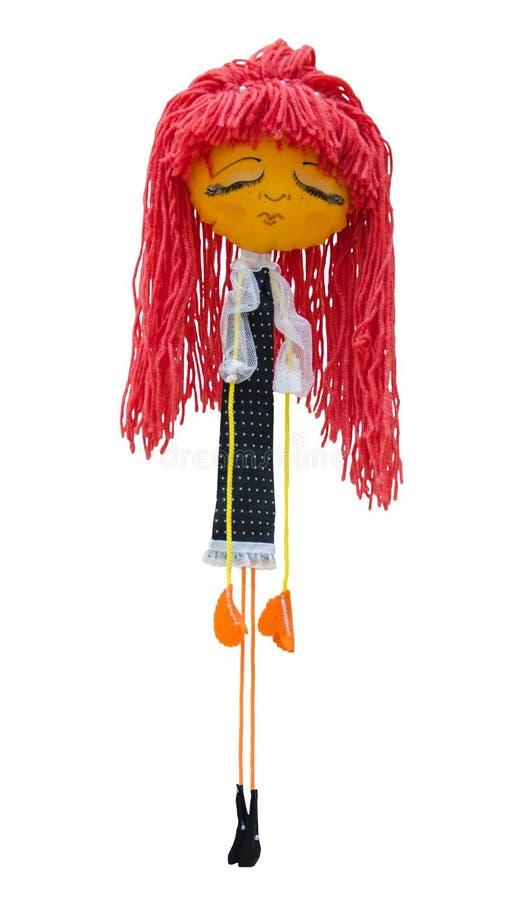 El juguete hecho a mano de la muñeca aisló a la muchacha triste ligeramente desconcertada en un vestido foto de archivo
