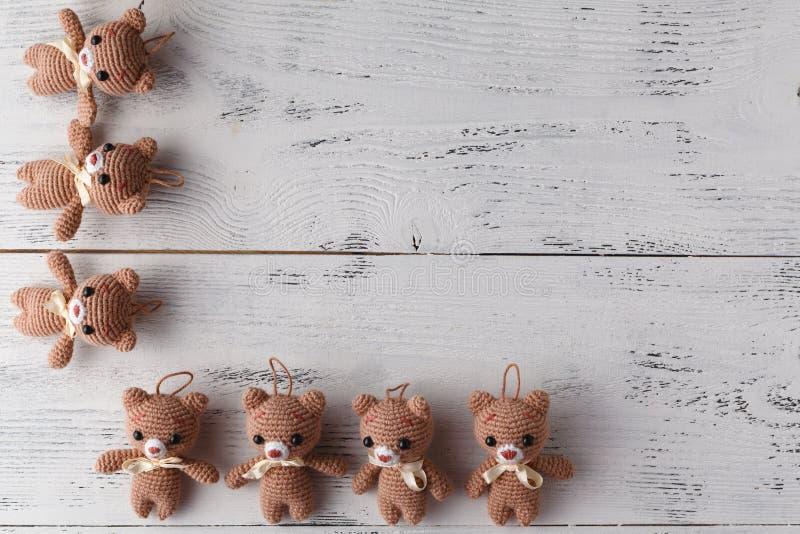 El juguete hecho punto refiere la tabla blanca foto de archivo libre de regalías
