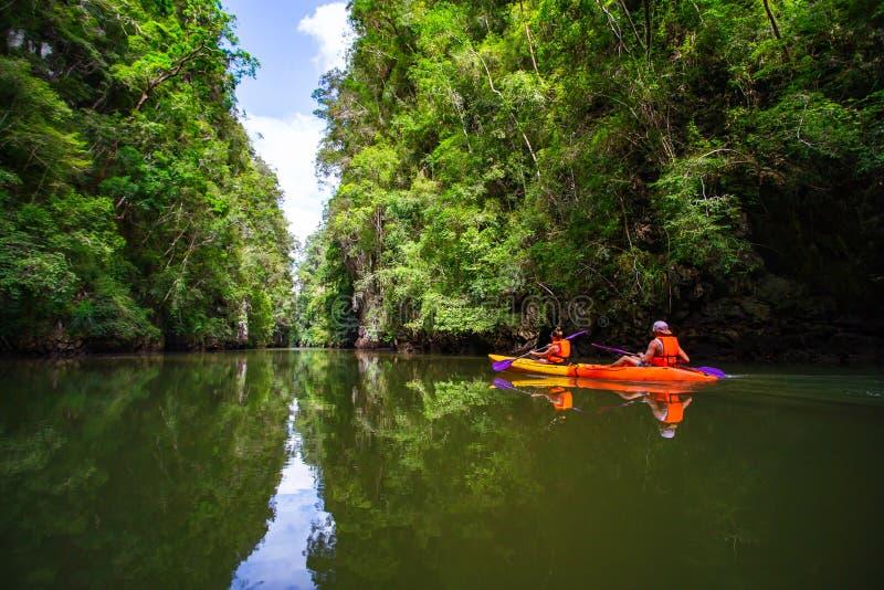 El Kayaking en el carril del tha del Ao fotografía de archivo libre de regalías