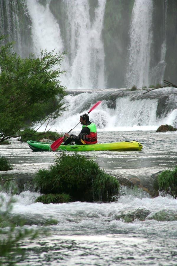 El Kayaking en el río de Zrmanja fotos de archivo libres de regalías