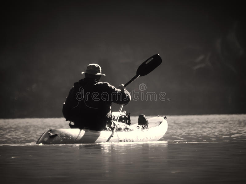 El Kayaking lejos foto de archivo libre de regalías