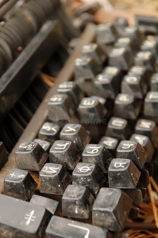El keybord roto polvoriento viejo imagen de archivo libre de regalías