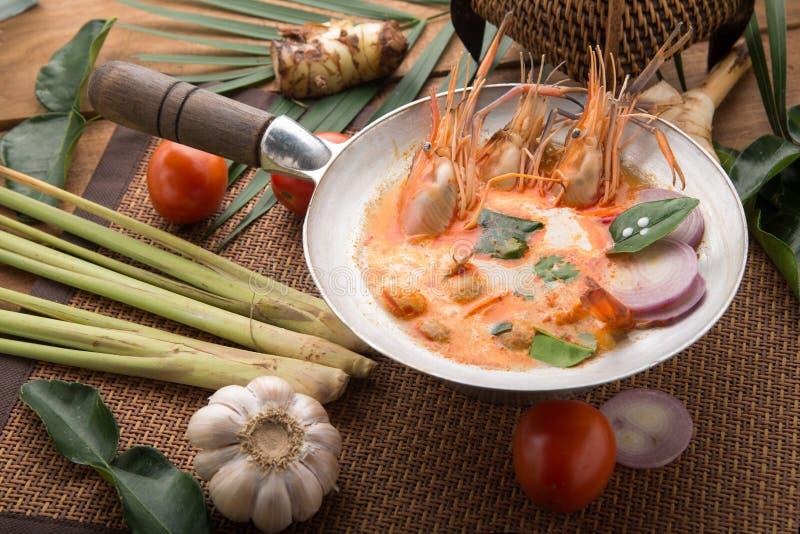 El kong o Tom del ?ame de Tom yum, ?ame de Tom es una sopa clara picante t?pica en cocina de Tailandia Kong del ?ame de Tom en la imagenes de archivo