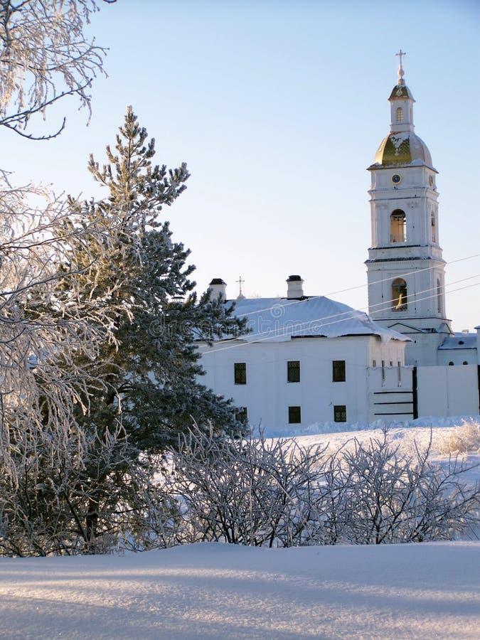 El Kremlin de Tobolsk. Edificio monástico y un campanario foto de archivo libre de regalías