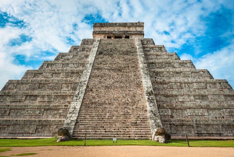 El Kukulkan金字塔,奇琴伊察,尤加坦,墨西哥卡斯蒂略或寺庙  免版税库存图片