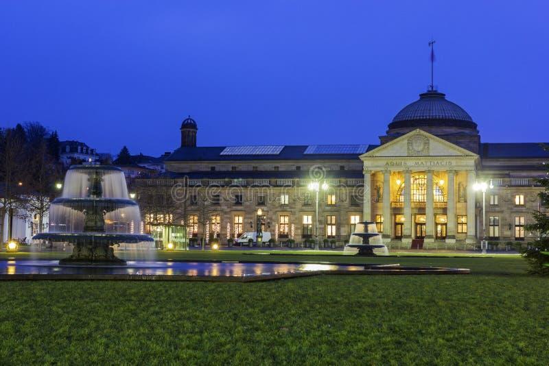 El Kurhaus de Wiesbaden en Alemania imagen de archivo libre de regalías