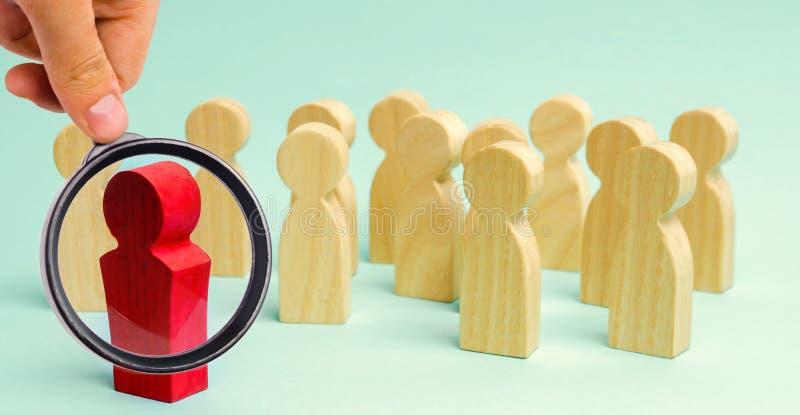 El líder comunica con el equipo y da instrucciones Ajuste de la planificación y de la meta de empresas Trabajo en equipo Team Spi foto de archivo libre de regalías