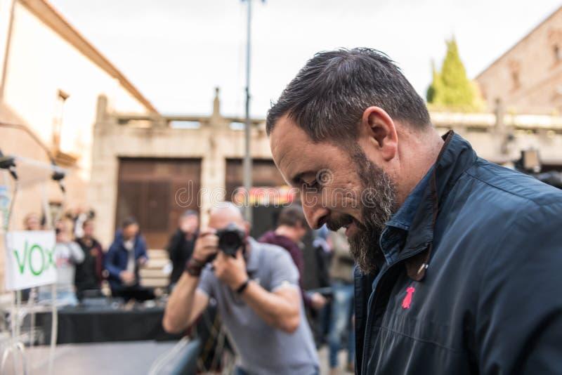 El líder del partido de extrema derecha de la voz, Santiago Abascal, llega la reunión celebrada en la plaza de San Jorge en Cacer imagen de archivo