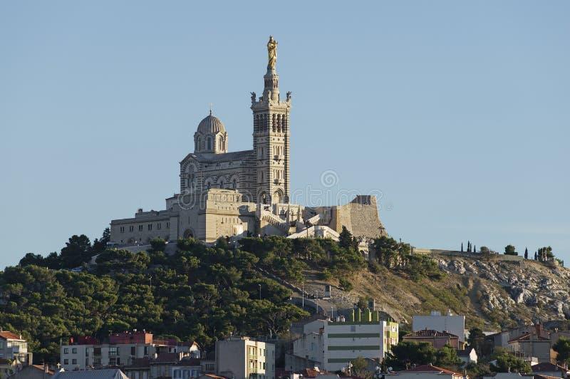 El la Garde de Notre Dame de de la iglesia de Marsella imagen de archivo