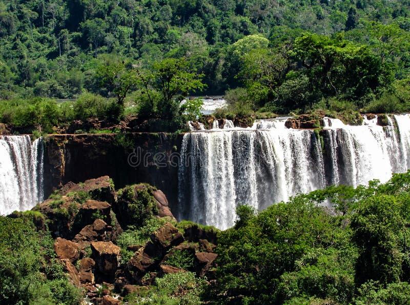 El lado brasileño de las cataratas del Iguazú, en Foz hace Iguacu, el Brasil foto de archivo libre de regalías