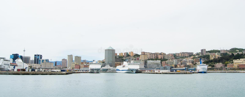 El lado industrial del puerto en Génova, Italia fotos de archivo libres de regalías