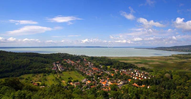 El lago Balatón del castillo de Szigliget foto de archivo