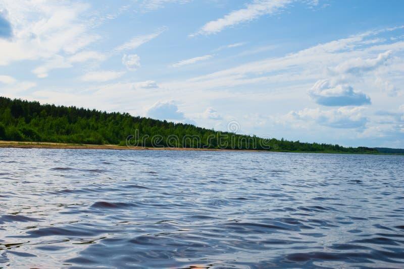 El lago con su paisaje hermoso foto de archivo libre de regalías