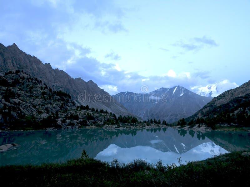 El lago Darashkol imagen de archivo