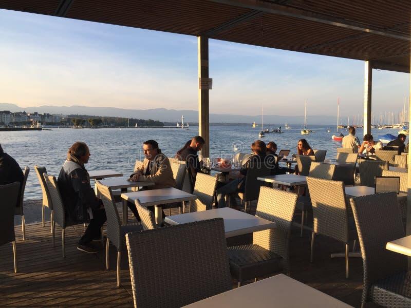 El lago Lemán en Ginebra, Suiza fotos de archivo