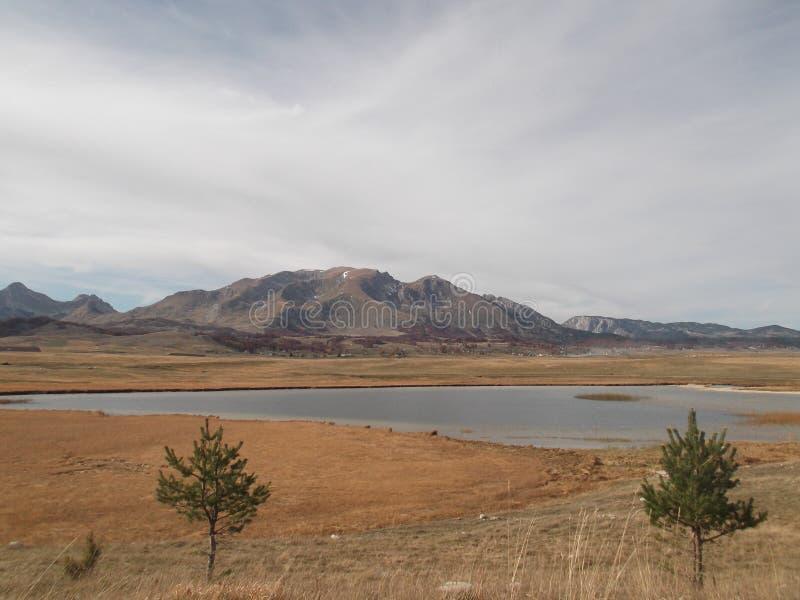 El lago Riblje fotos de archivo
