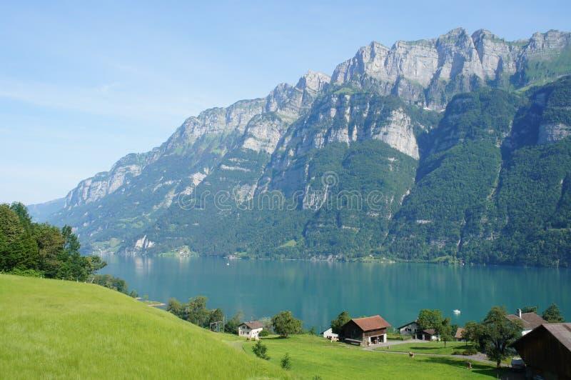 El lago Walensee en Suiza fotos de archivo