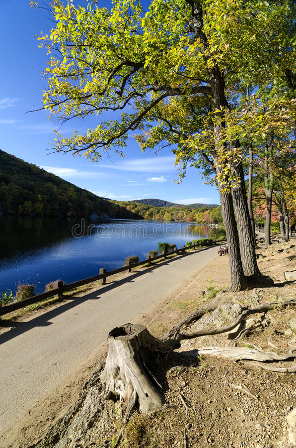 El lago y el follaje hessian cerca llevan la montaña, NY. foto de archivo libre de regalías