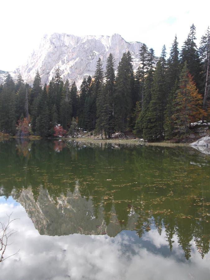 El lago Zminje imagen de archivo