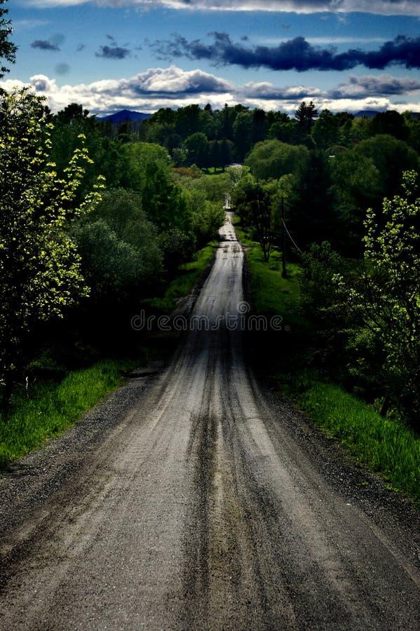 El largo camino a continuación fotografía de archivo