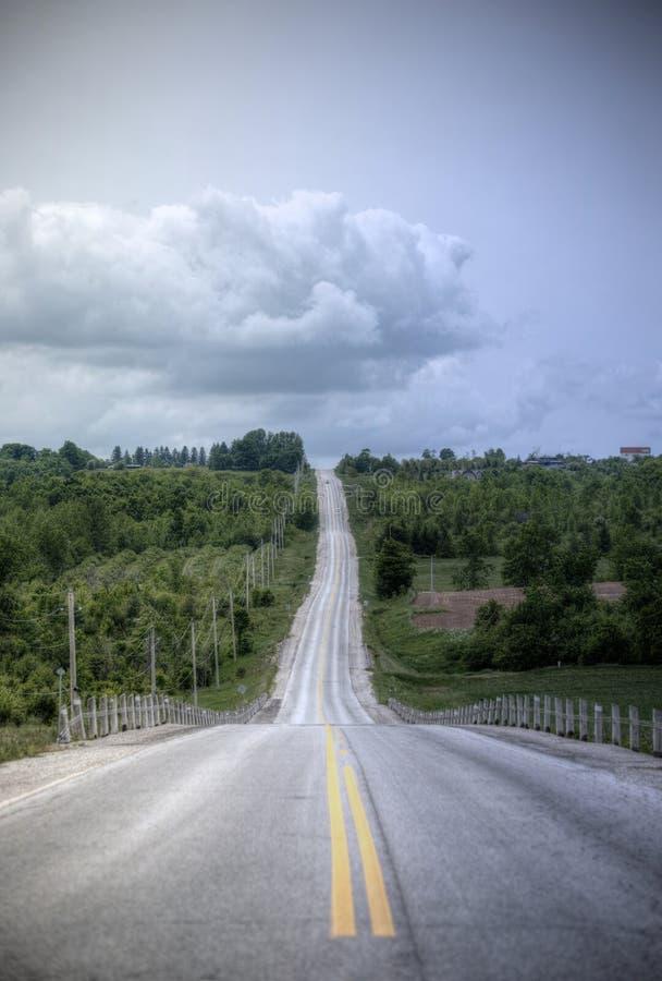 El largo camino a las nubes fotografía de archivo libre de regalías