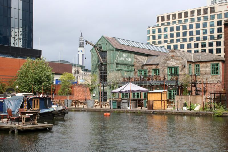 El lavabo de la calle del gas de la casa del canal, Birmingham foto de archivo