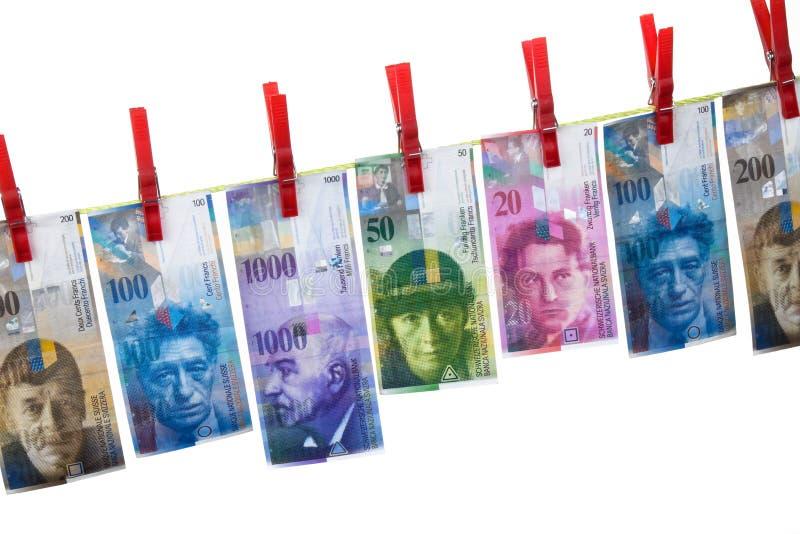 El lavar planchar de dinero, francos suizos imagen de archivo