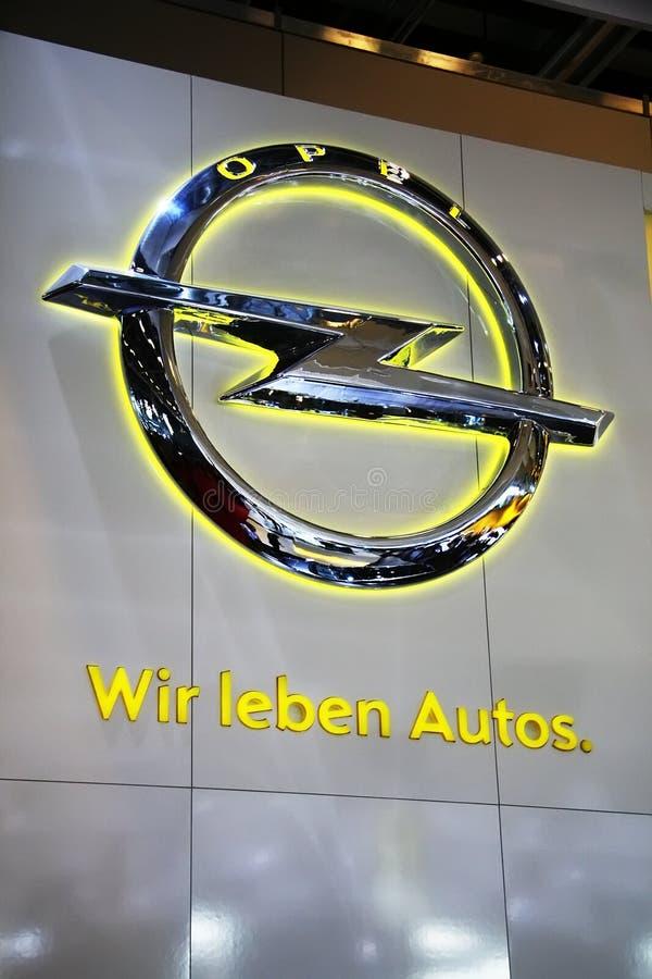 El lema de Opel - queremos los coches imagenes de archivo