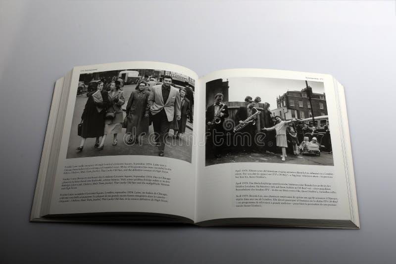 El libro de la fotografía de Nick Yapp, Frankie Laine camina de incógnito en Londres imagen de archivo