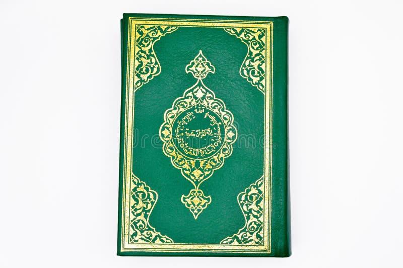 El libro sagrado de musulmanes, el Qur ?un verde del libro imagen de archivo