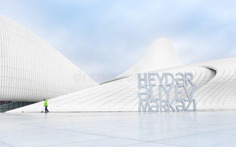 El limpiador ordena teritory de Heydar Aliev Center, Baku, Azerbaija imagen de archivo libre de regalías