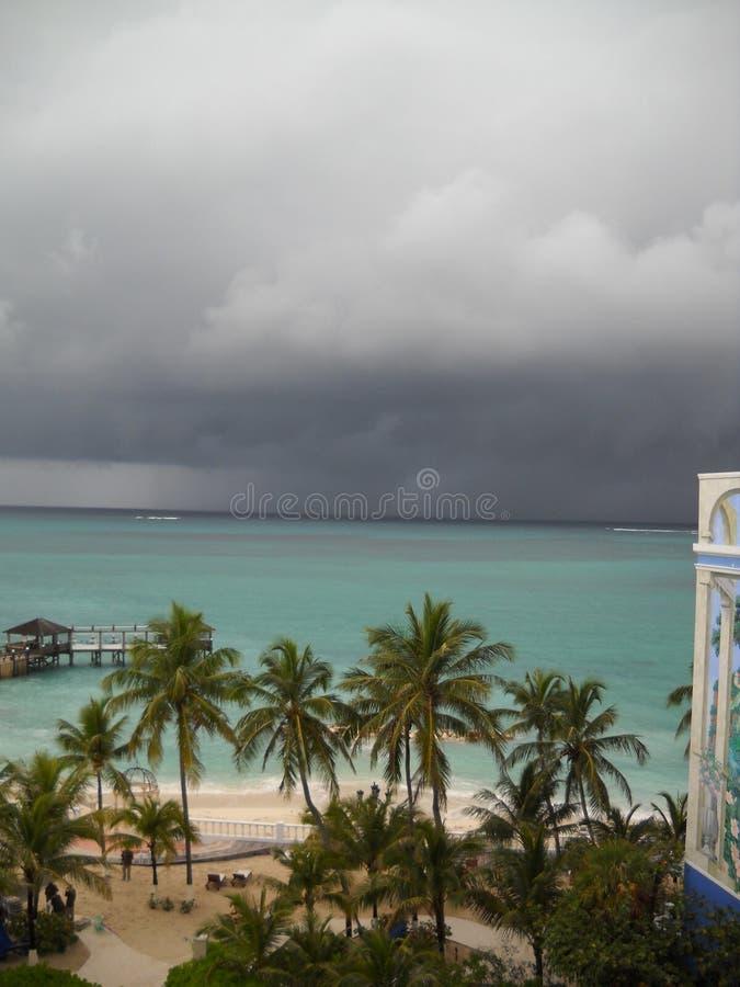 El llover en paraíso imagen de archivo libre de regalías