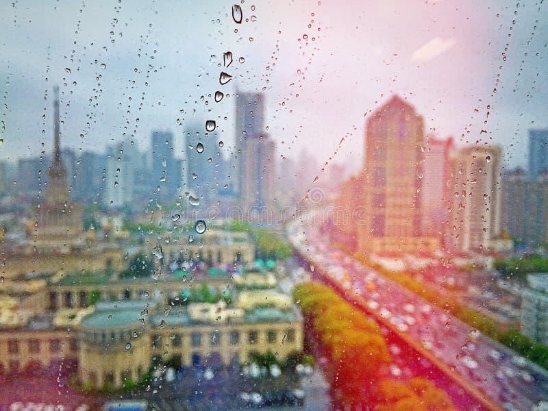 El llover en Shangai fotografía de archivo