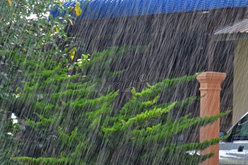El llover pesadamente fotografía de archivo