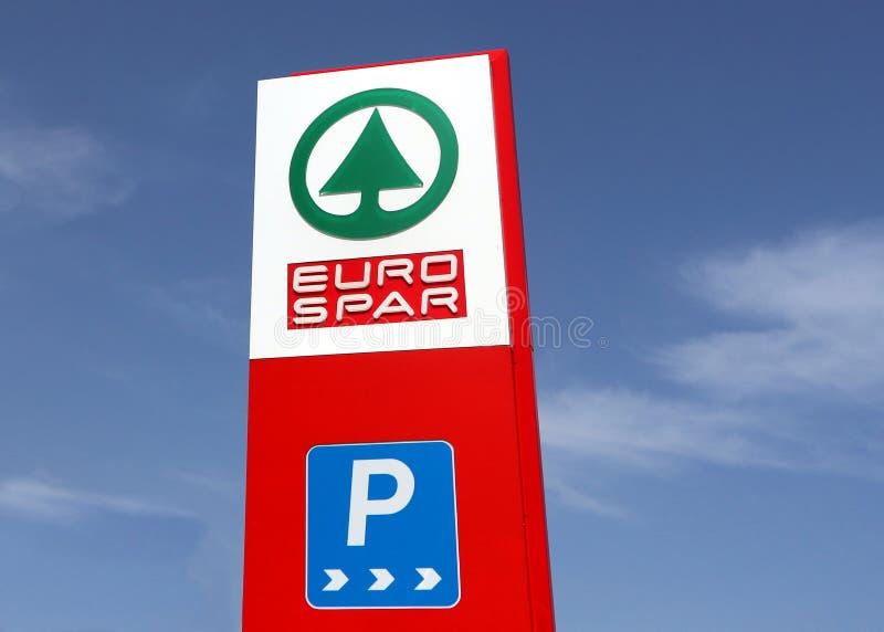 El logotipo de Eurospar en un tótem firma en un lugar al por menor recientemente abierto Es parte del grupo holandés multinaciona fotografía de archivo libre de regalías