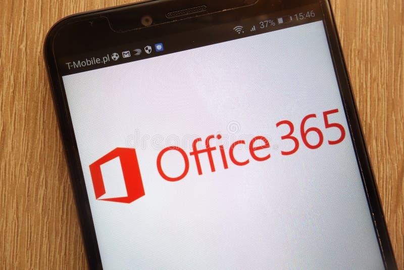 El logotipo de Microsoft Office 365 exhibió en un smartphone moderno imagenes de archivo