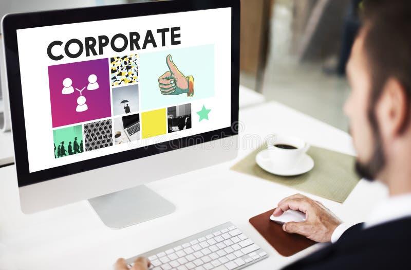 El logro del márketing que califica los pulgares corporativos sube concepto fotografía de archivo libre de regalías