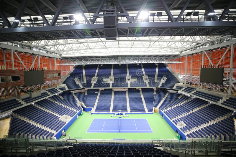 El Louis Armstrong Stadium nuevo, cubierto se fija para debut en U 2018 S Ábrase en Billie Jean King National Tennis Center foto de archivo